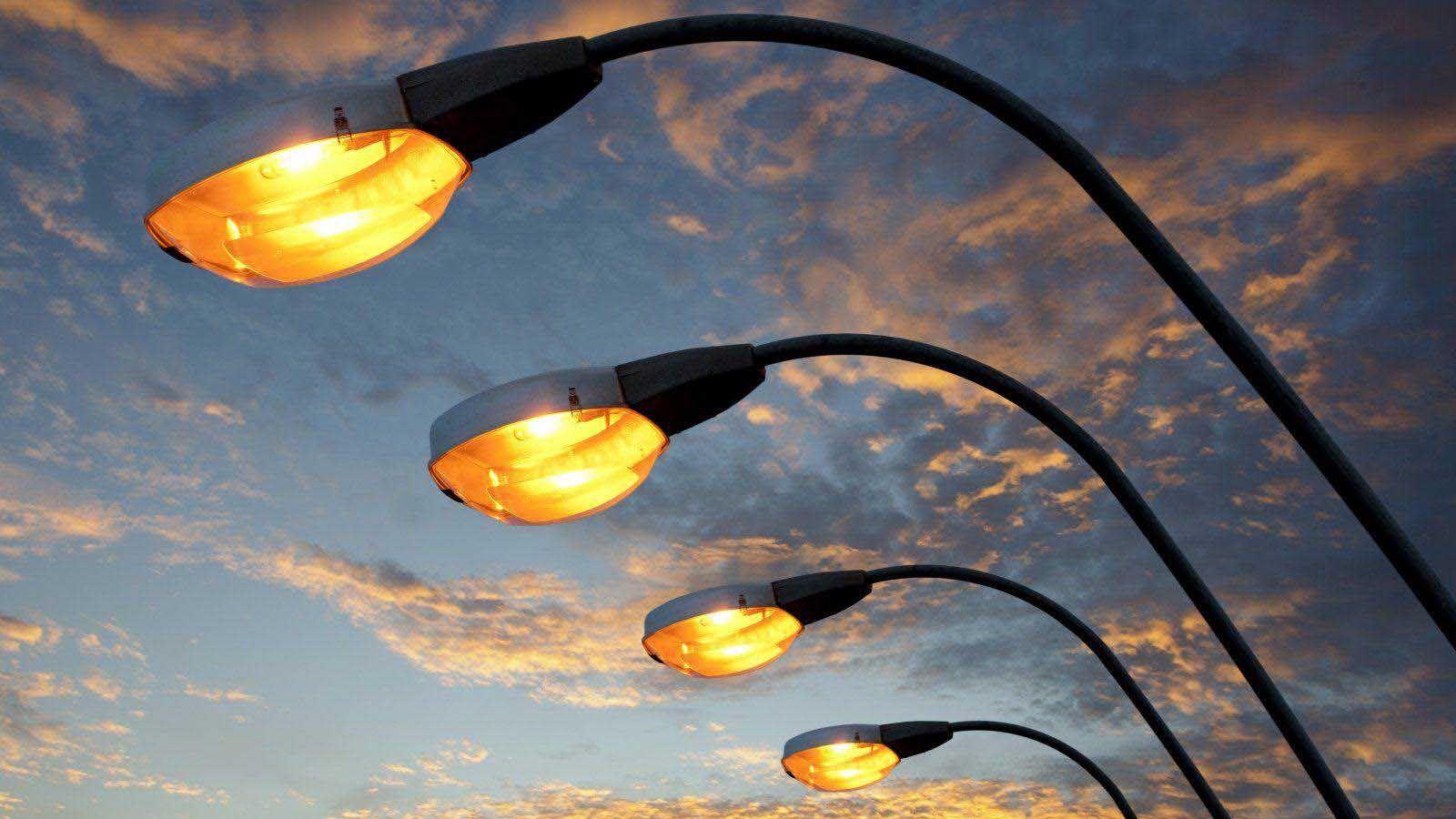В Киеве заменят старое уличное освещение