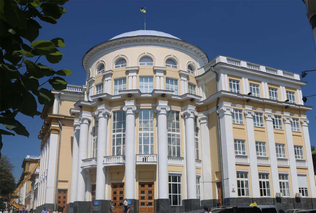 У Вінницькій області знайшли кошти на 140 автомобілів швидкої
