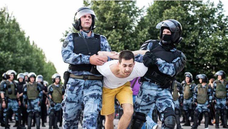 Москву розкритикували за масові затримання