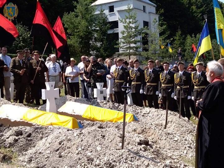 Во Львовской области перезахоронили останки воинов Первой украинской дивизии «Галичина»