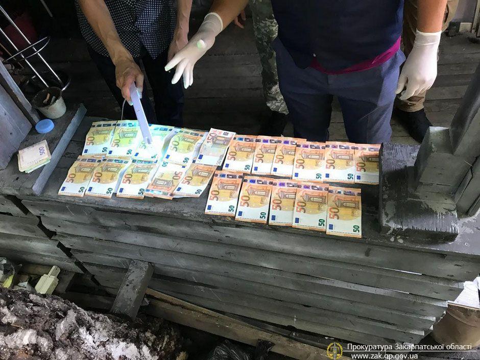 Начальник одного з відділів Чопського прикордонного загону вимагав гроші