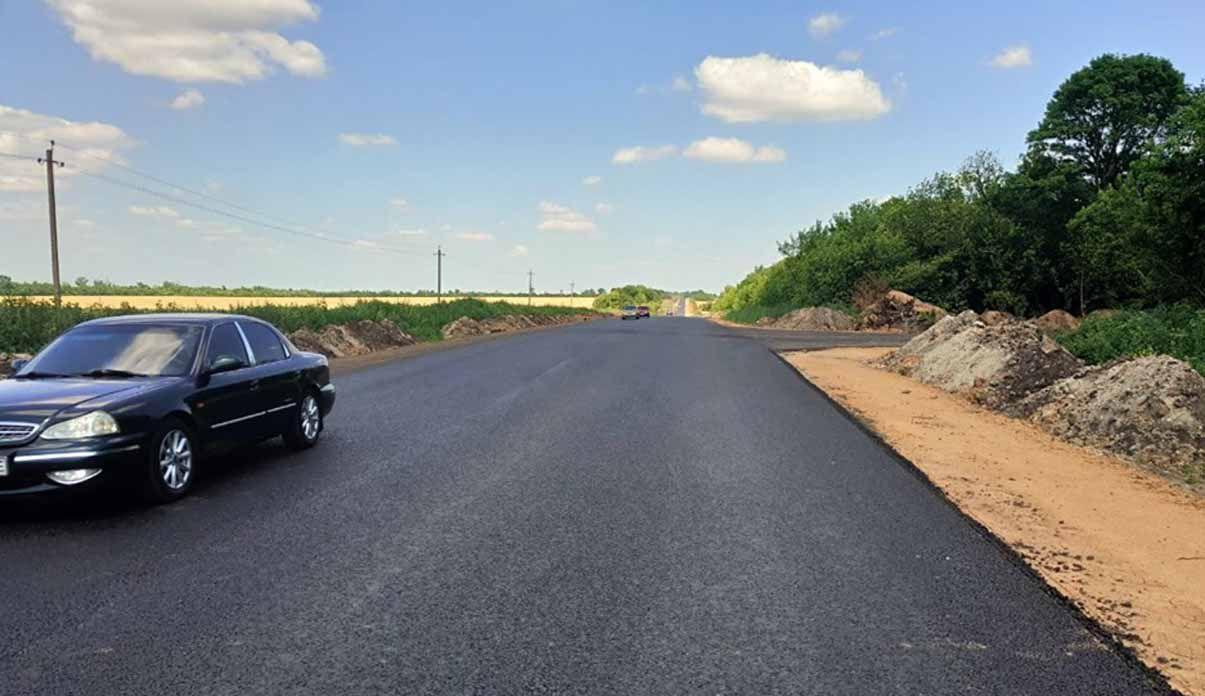 Триває ремонт дороги у Донецькій області