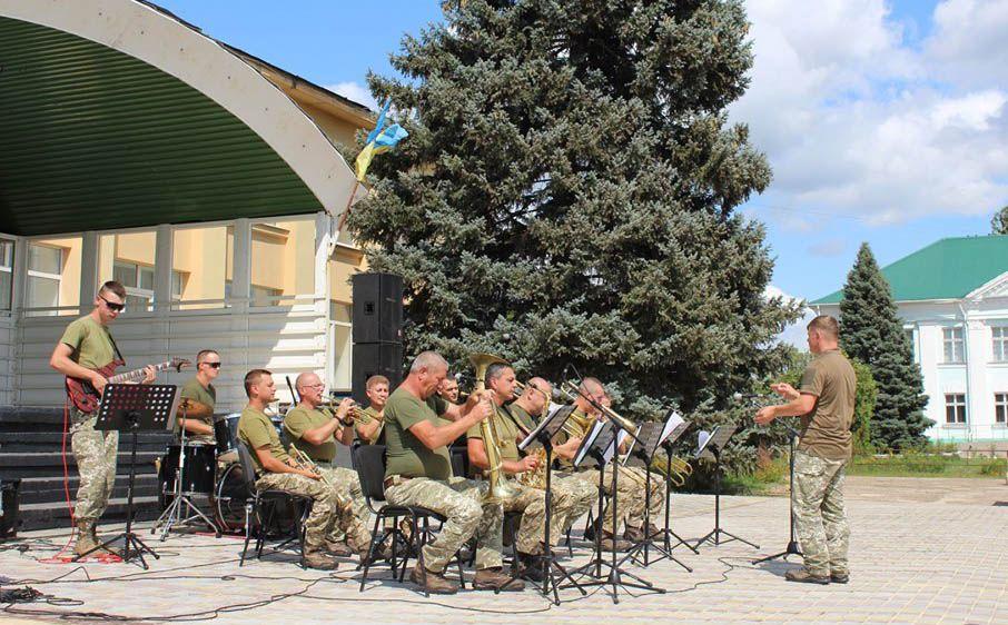 Музиканти виступили у півсотні населених пунктів Луганщини