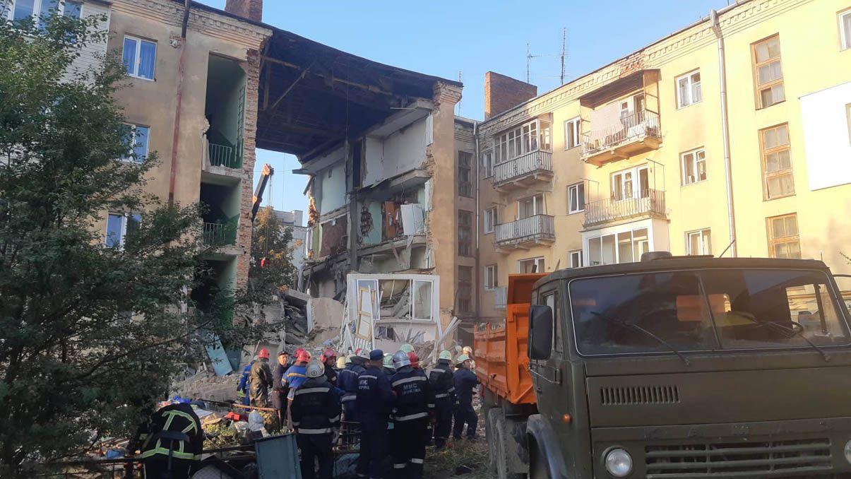 Обвал в Дрогобыче унес жизни двоих людей, судьба дома решается