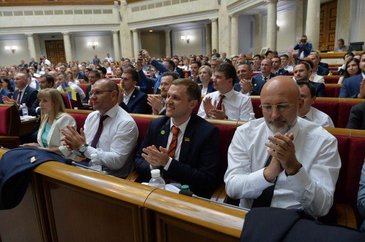 Про дострокове припинення повноважень  народного депутата України Новосад Г. І.