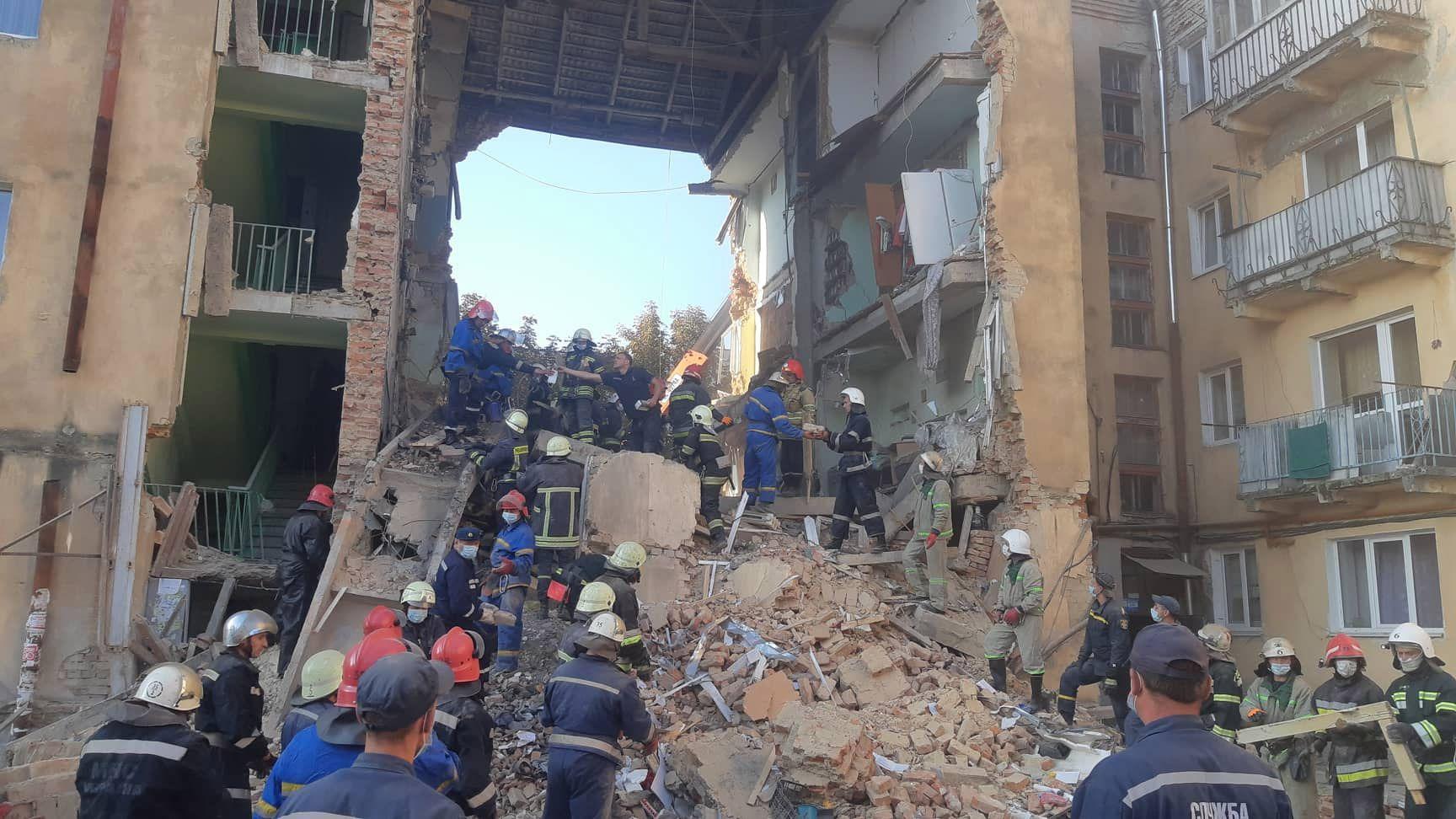 Обвал багатоповерхівки в Дрогобичі спричинила аварійна стіна