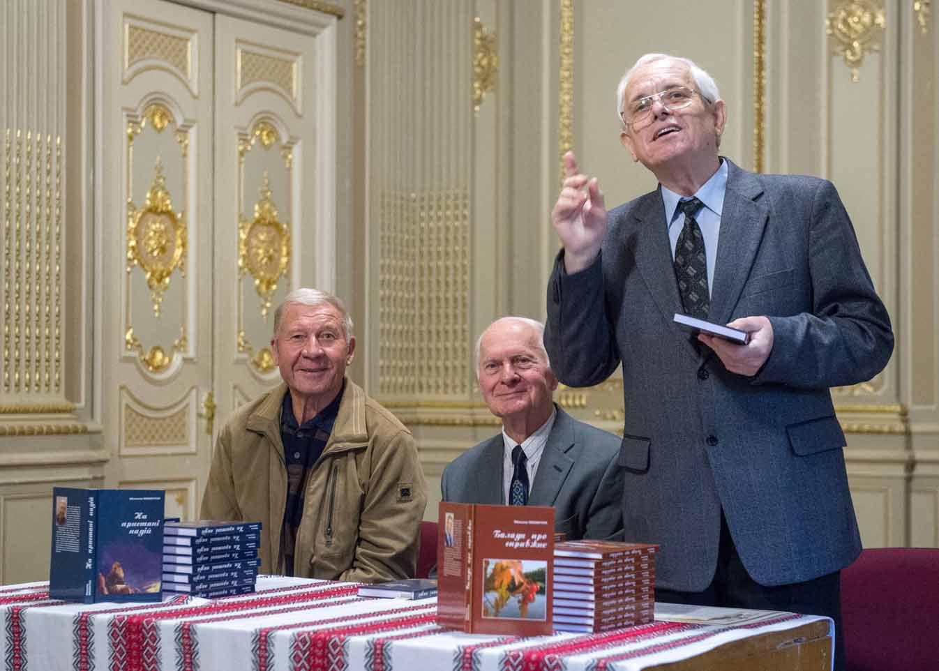 Микола Махінчук презентував свою вісімнадцяту книжку