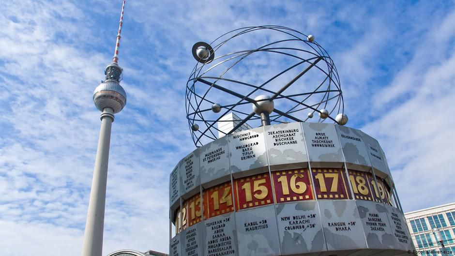 Берлін: під годинником, на Алексі