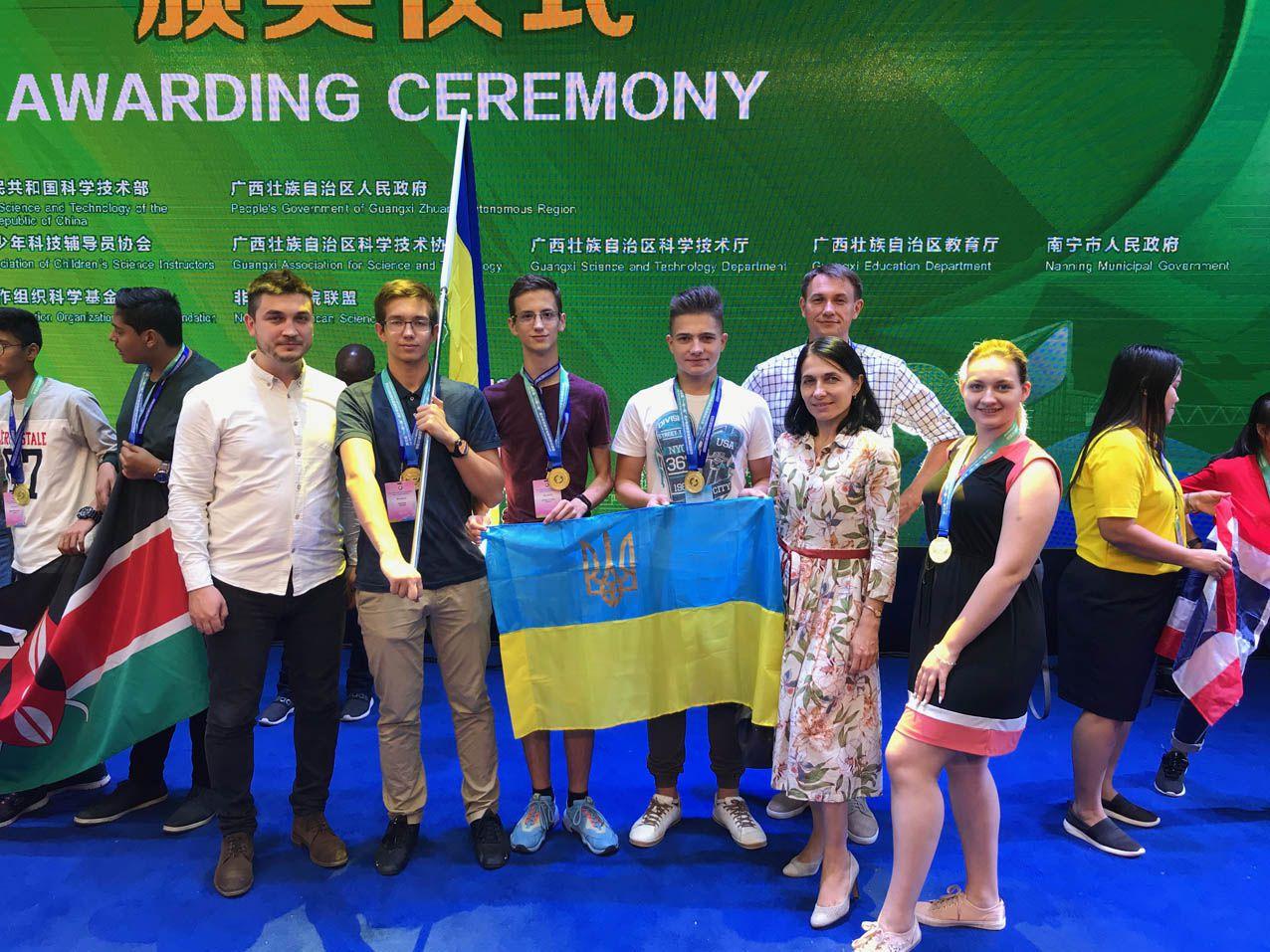 П'ять юних винахідників вибороли «золото» на конкурсі в Китаї