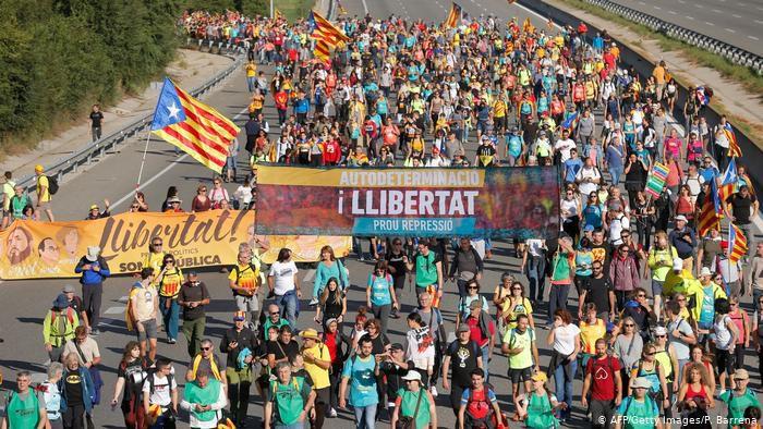 У Каталонії тривають масові протести