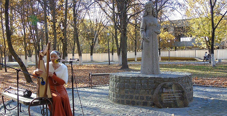 У Малині мати князя Володимира постала у камені