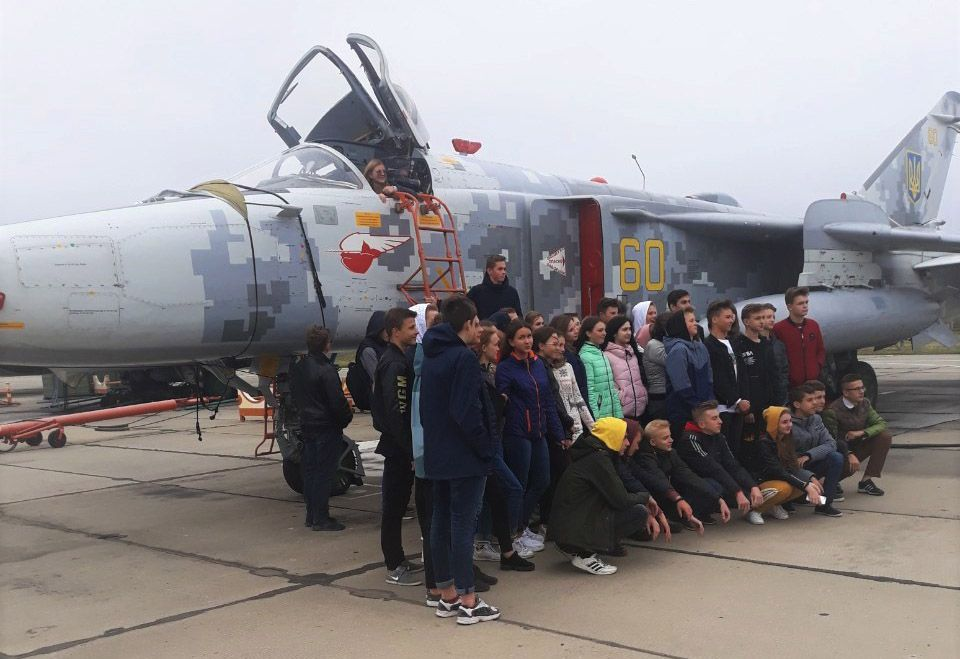 За польотами бомбардувальників спостерігали школярі Старокостянтинова