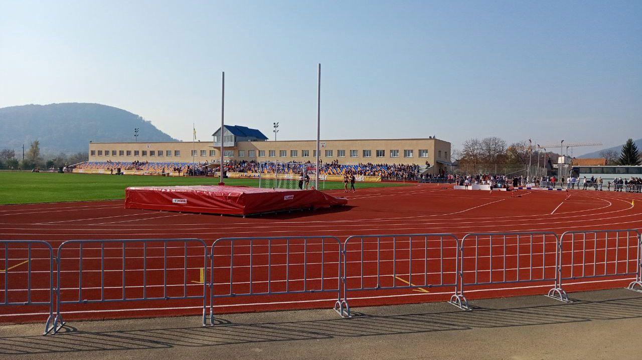 В Хусте открыт обновленный стадион «Карпаты»