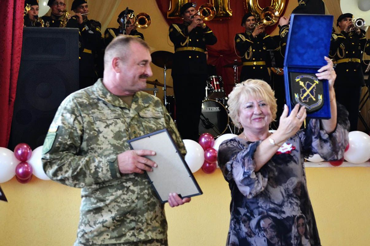 В Славянске праздновали под горны военного оркестра