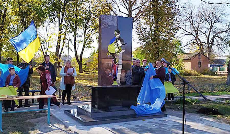 Кошти на пам'ятник в Опішні збирали всією громадою