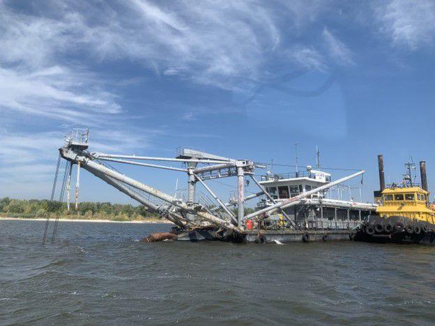 «Скіф» вгризається у морське дно на підхідному каналі Білгород-Дністровського морського торговельного порту