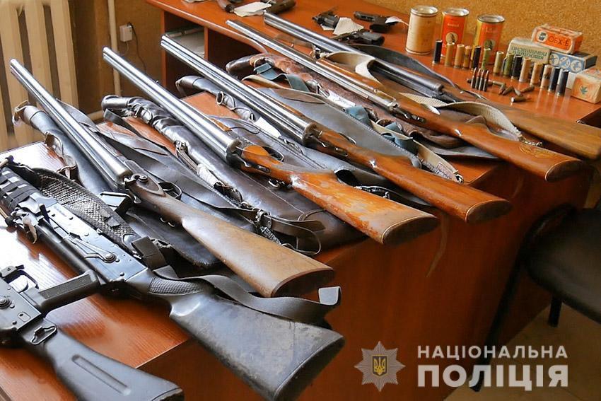 Мешканці Хмельниччини добровільно здали зброю