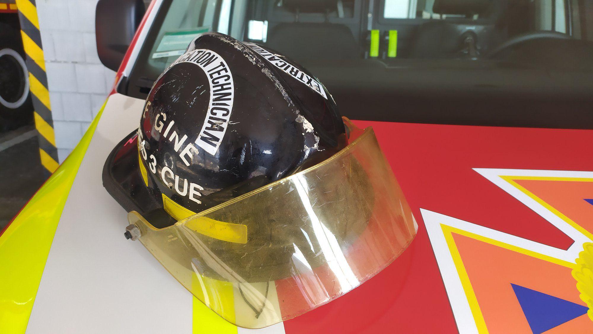 Сарненським рятувальникам подарували унікальну каску