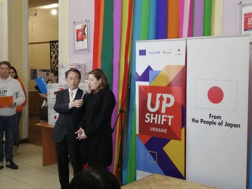 Посол Японии передал оборудование для реализации молодежных проектов в Славянске