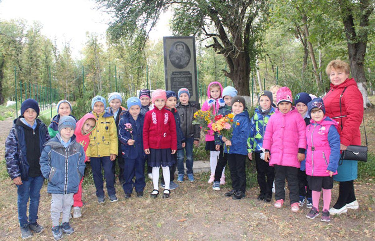 Полтавська область: Стежка пам'яті про творця перших бойових ракет Олександра Засядька ніколи не заростає