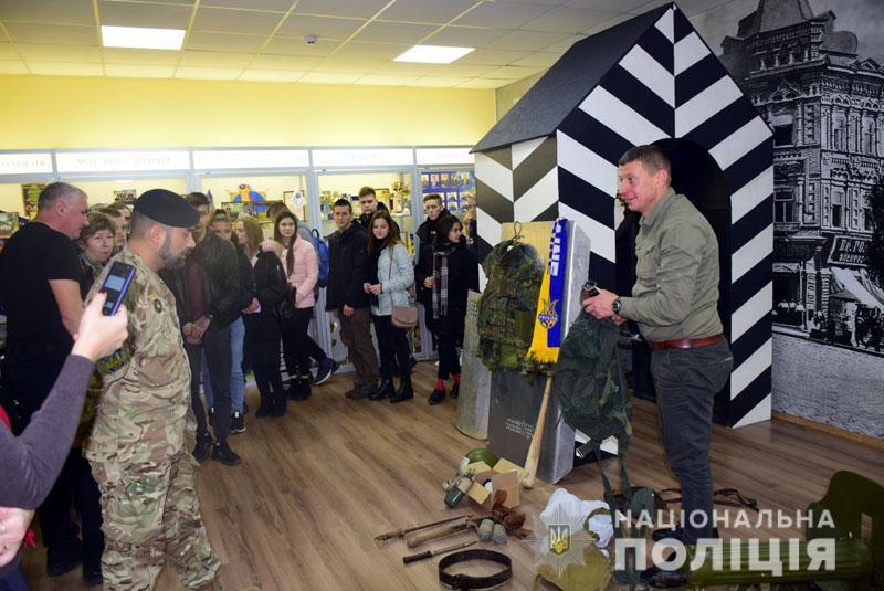 Волонтер передав до музею поліції Донеччини свою ексклюзивну колекцію