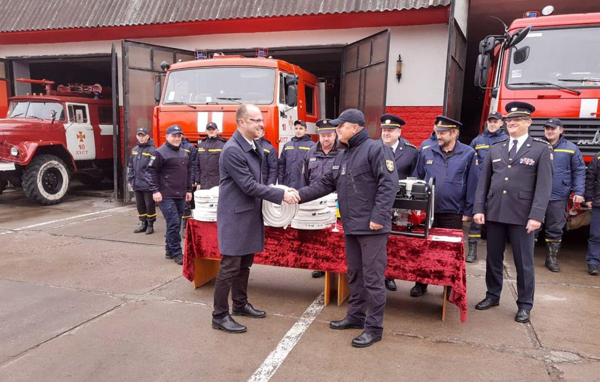 Чеські колеги подарували рятувальникам Закарпаття спецобладнання