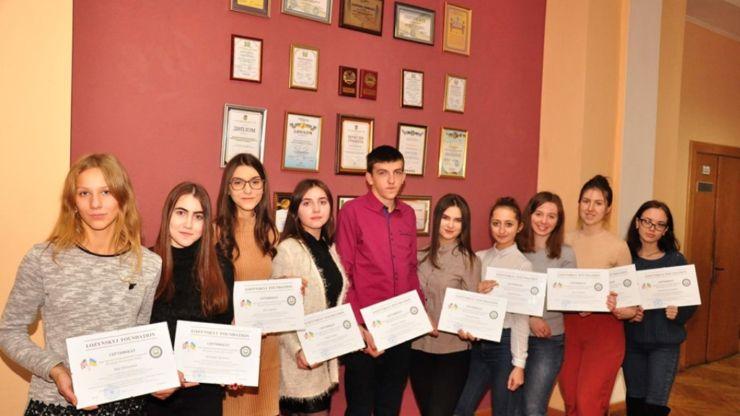 Найкращі студенти Прикарпатського університету одержать по 500 дол.