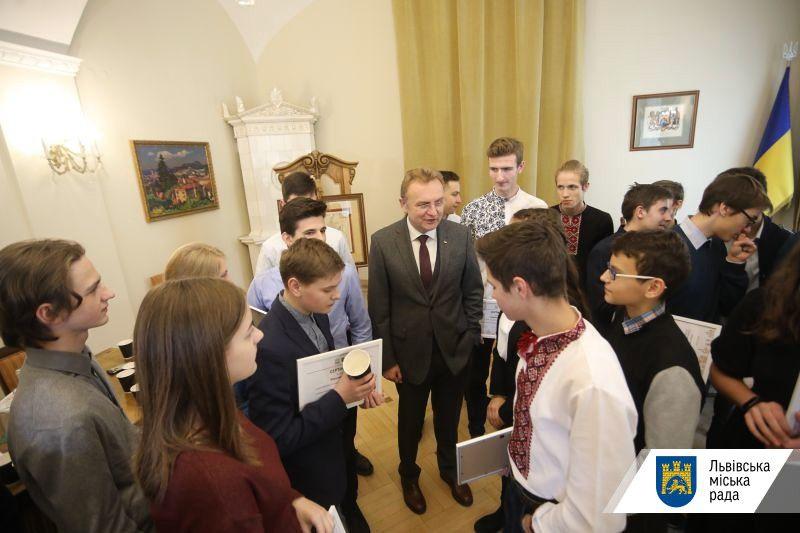 Львівський міський голова преміював учнів