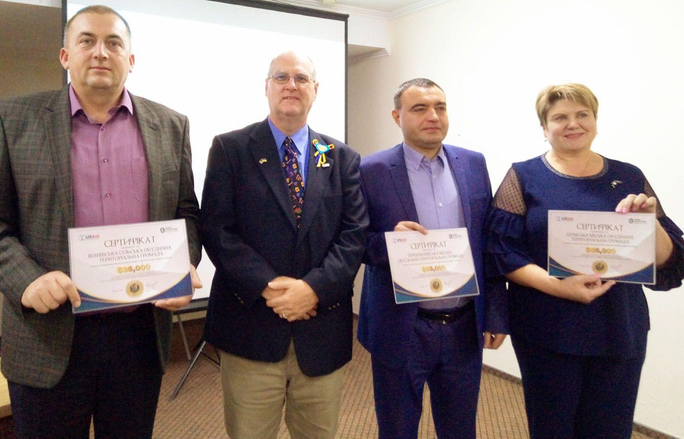 Три громады с Тернопольщины получили денежные награды за поступь в состоятельности