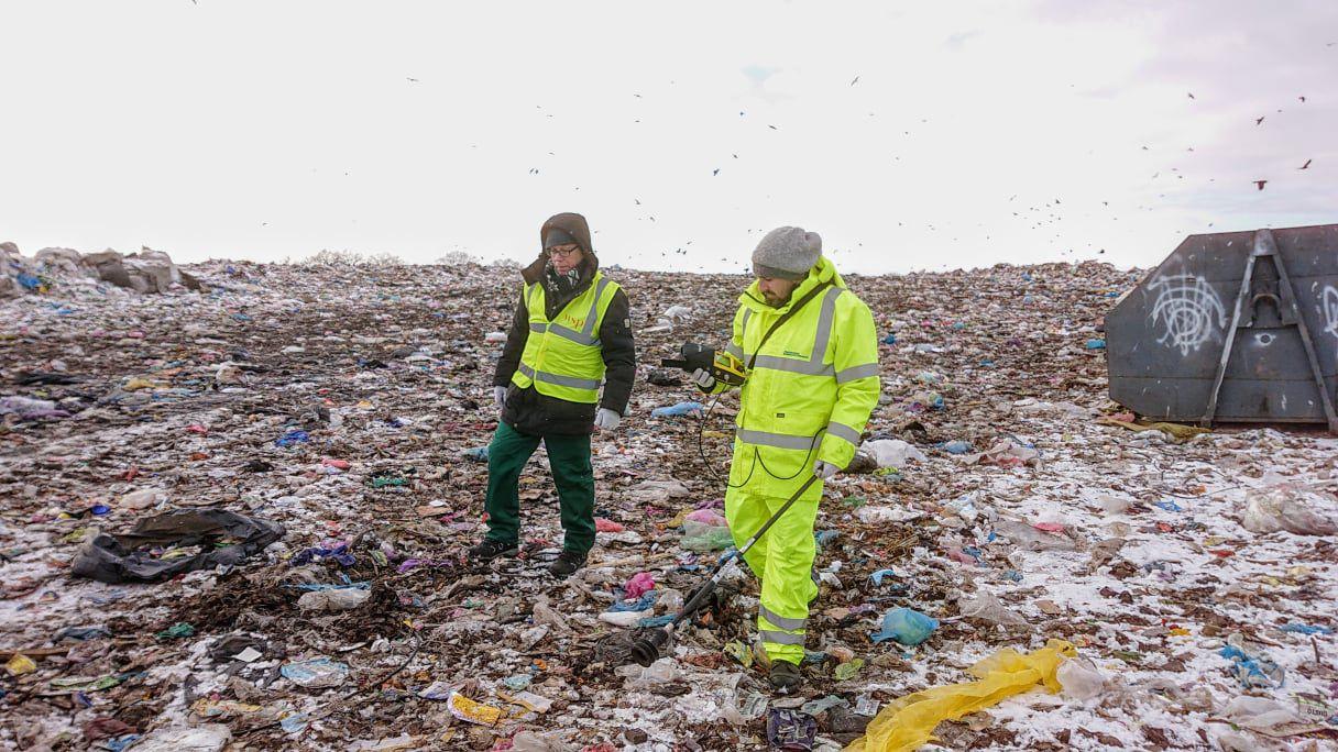 Британців цікавить, чим пахне хмельницьке сміттєзвалище