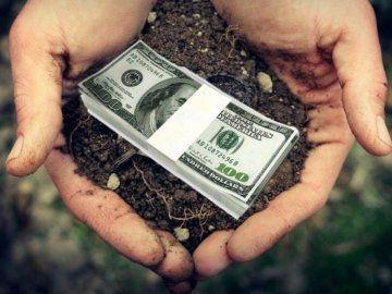На Хмельниччині землю ще не продають, а гроші вже беруть