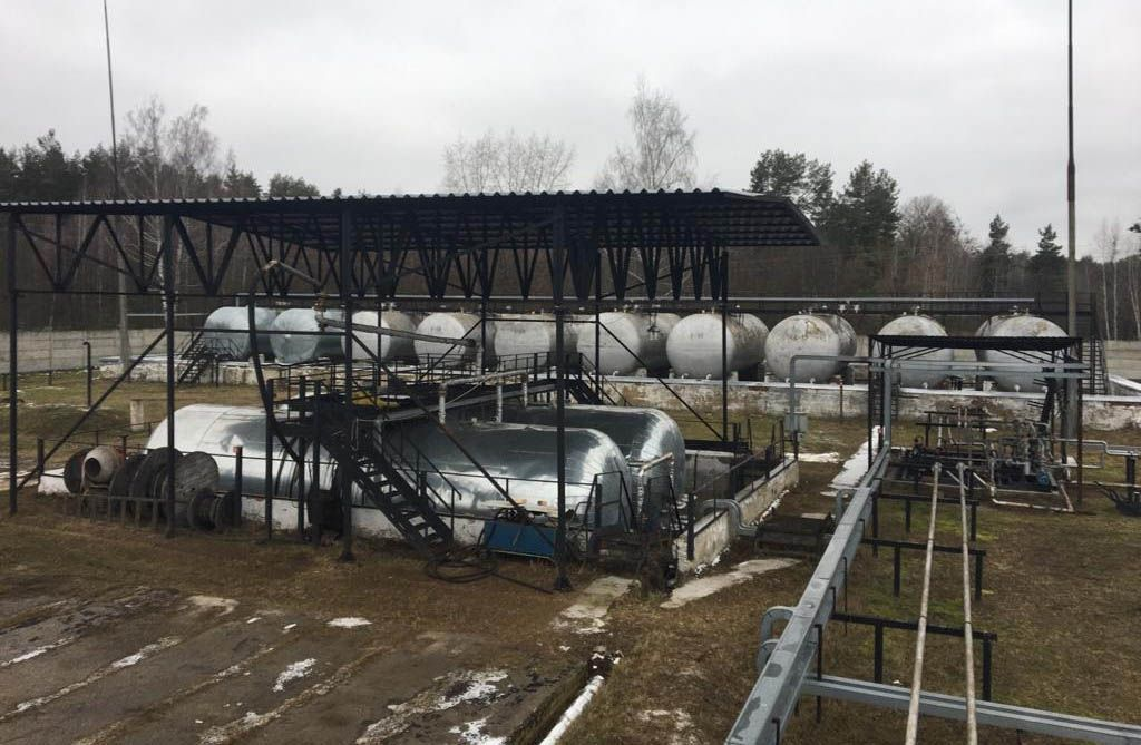 На Сумщині виявили три підпільні міні-заводи, на яких «бодяжили» різноманітне пальне