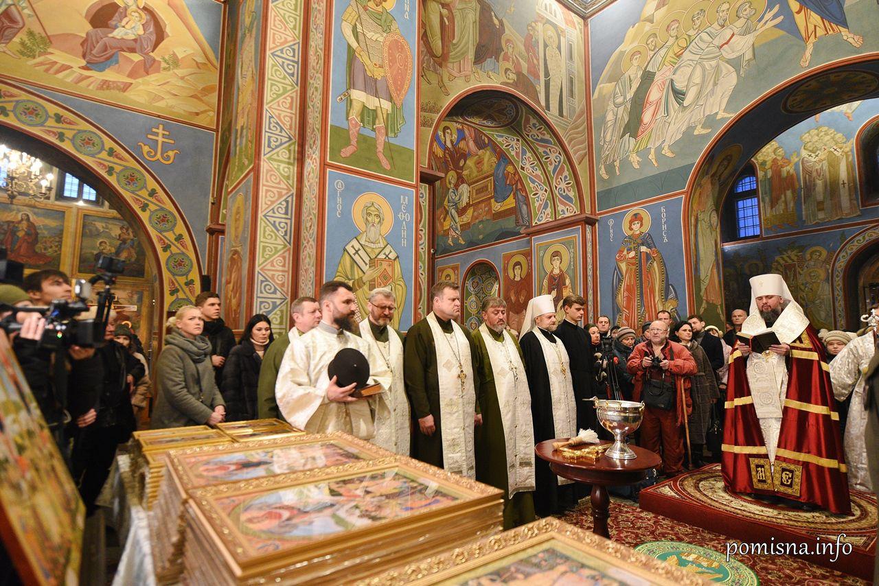 Двадцять тисяч освячених ікон Пресвятої Покрови передадуть бійцям