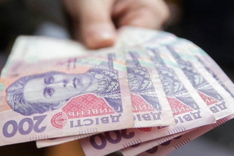 Зарплати зростають, а економічна спроможність низька