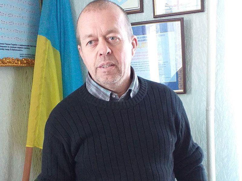 Учитель, юрист і філософ Юрій Константінов дбає про мешканців Кримського