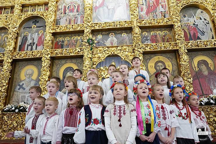 У Житомирі з Різдвом віншували янголи