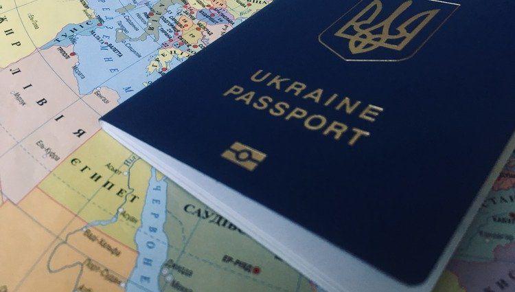 На Сумщині масово отримують закордонні паспорти