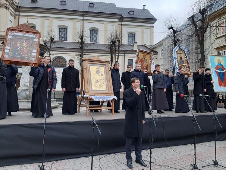 Івано-Франківськ: Демонструймо згуртованість власним прикладом