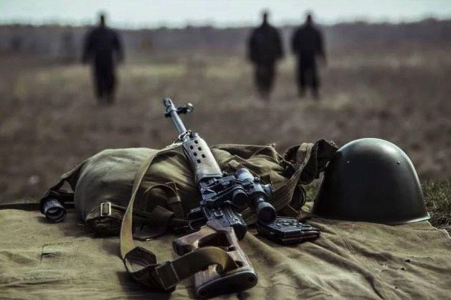 Группа разведчиков захватила в плен боевика