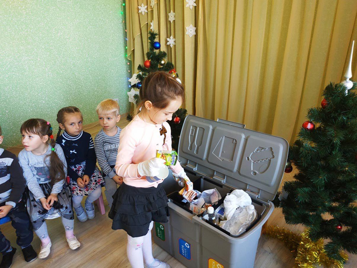 У Сарнах найменших навчають сортувати сміття змалечку