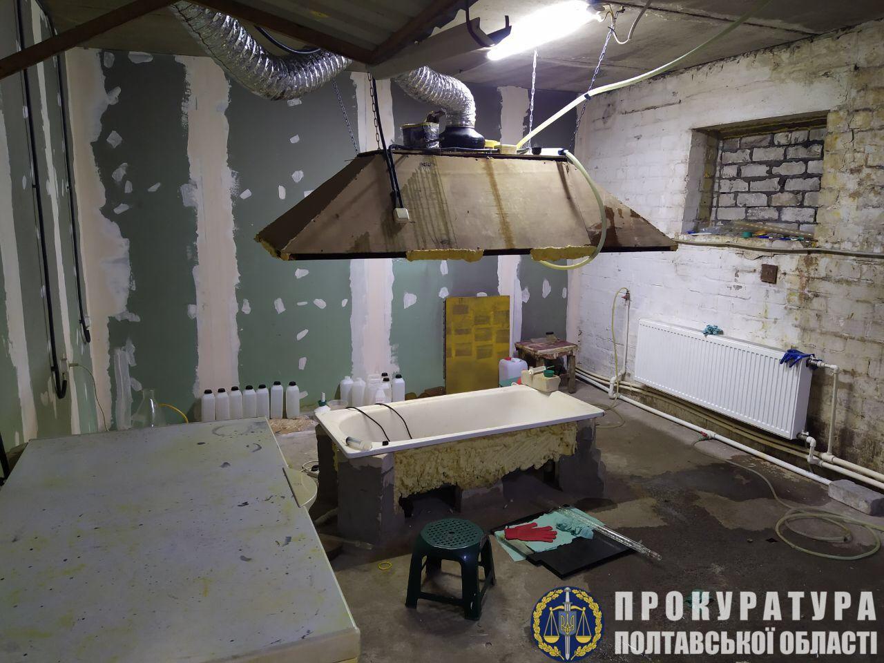 На Полтавщине погоны милиционеров сменили на эполеты наркобаронов