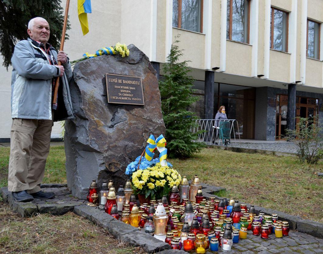 В Ужгороді вшанували подвиг учасників Революції Гідності