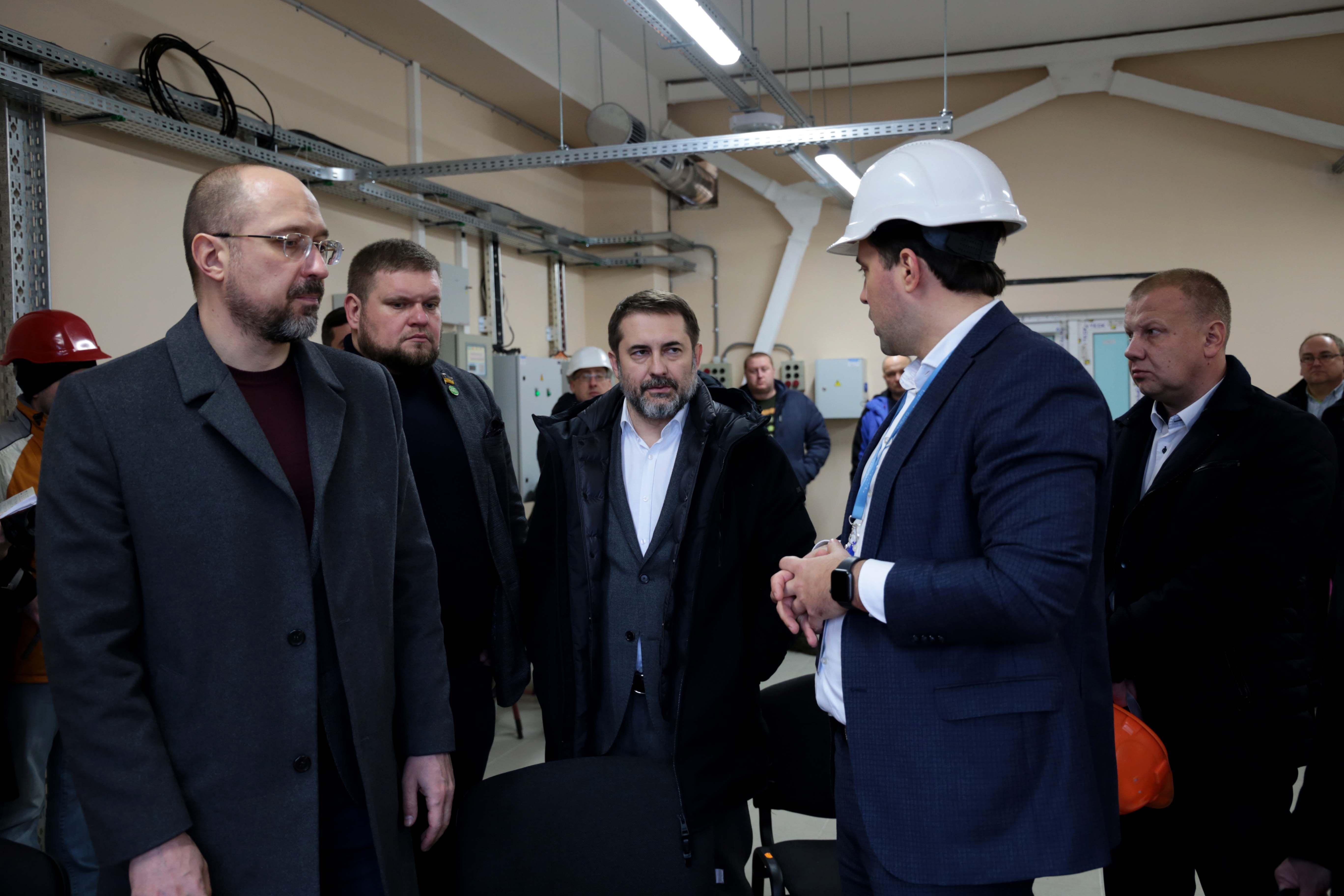 Закінчують спорудження потужної підстанції «Кремінська»