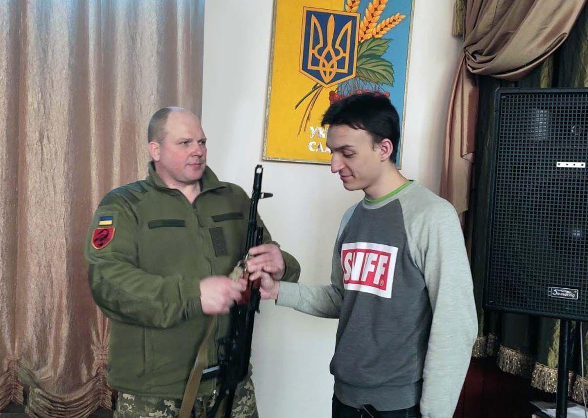 Зацікавили юнаків службою в армії
