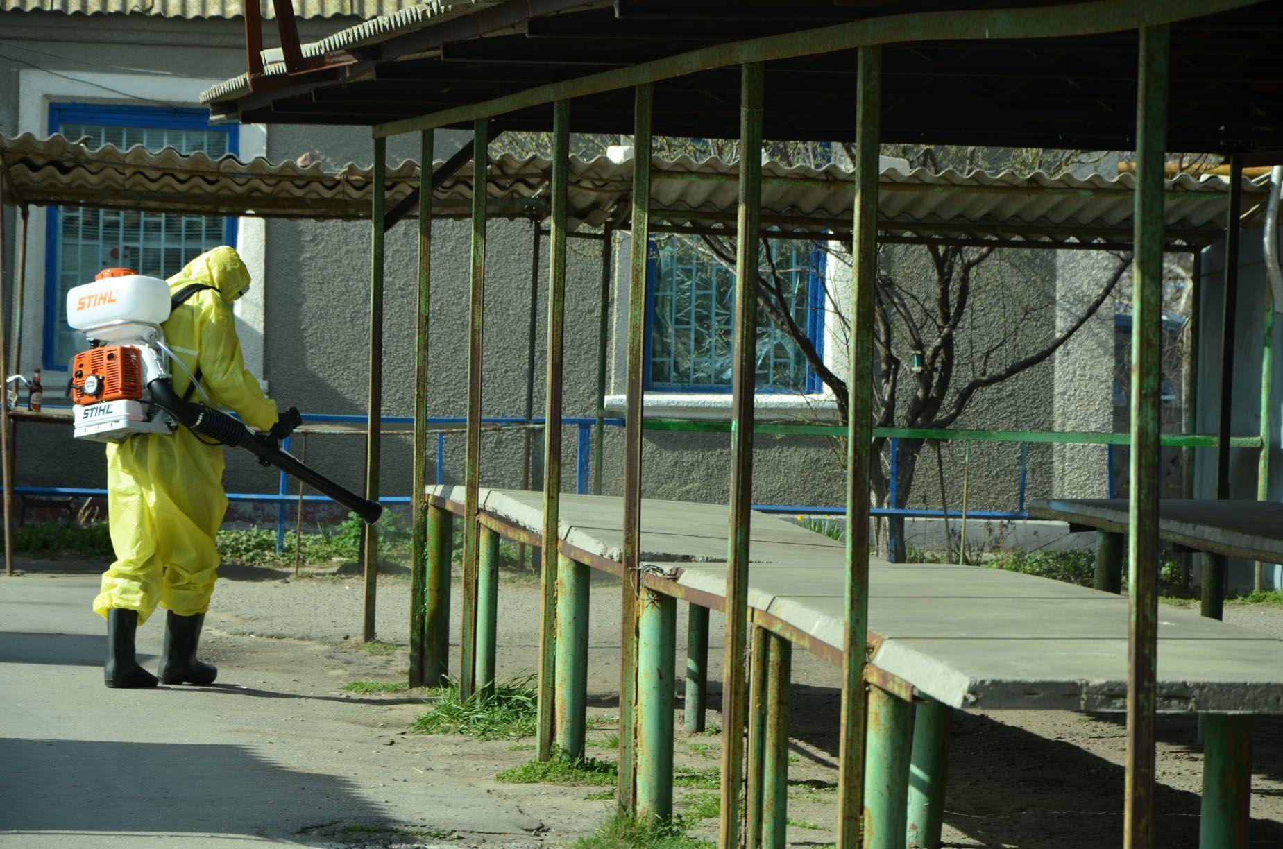 У Херсоні на міжміському автовокзалі дезінфікують транспорт