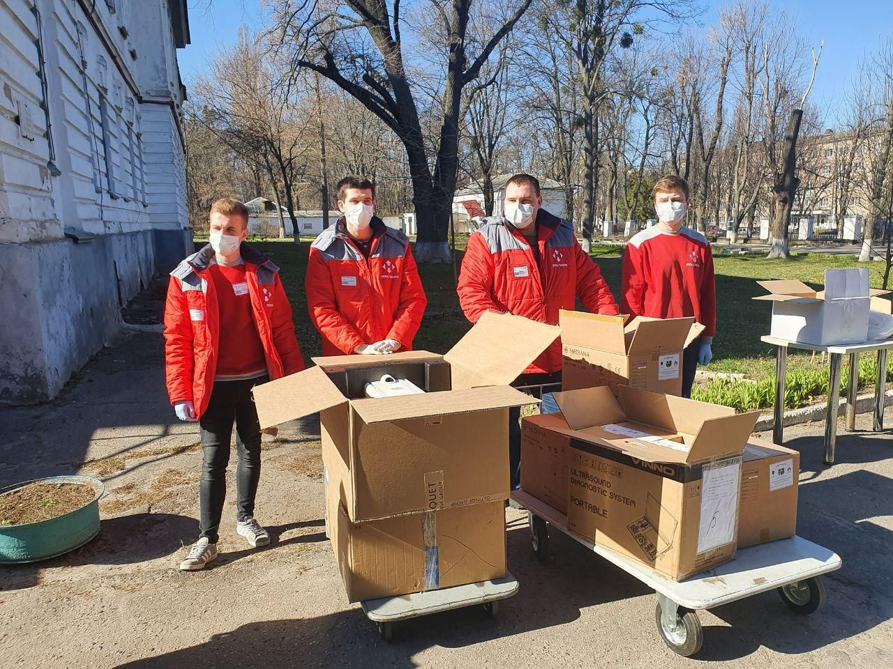 Бізнесмени передали до інфекційної лікарні Полтавщини обладнання