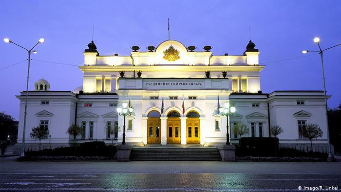 Депутати Болгарії відмовилися від своїх зарплат на час дії надзвичайного стану