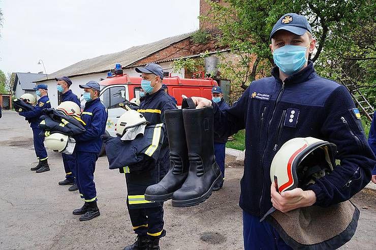 У Хорольському районі пожежників одягли і взули... педагоги