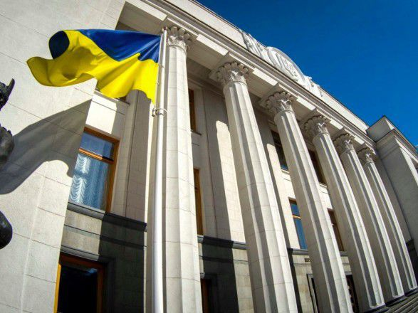 Parliament passes the law on banks to stabilize the situation in the country