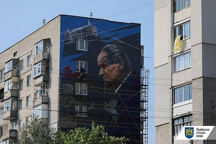 На доме нарисовали портрет Бориса Возницкого